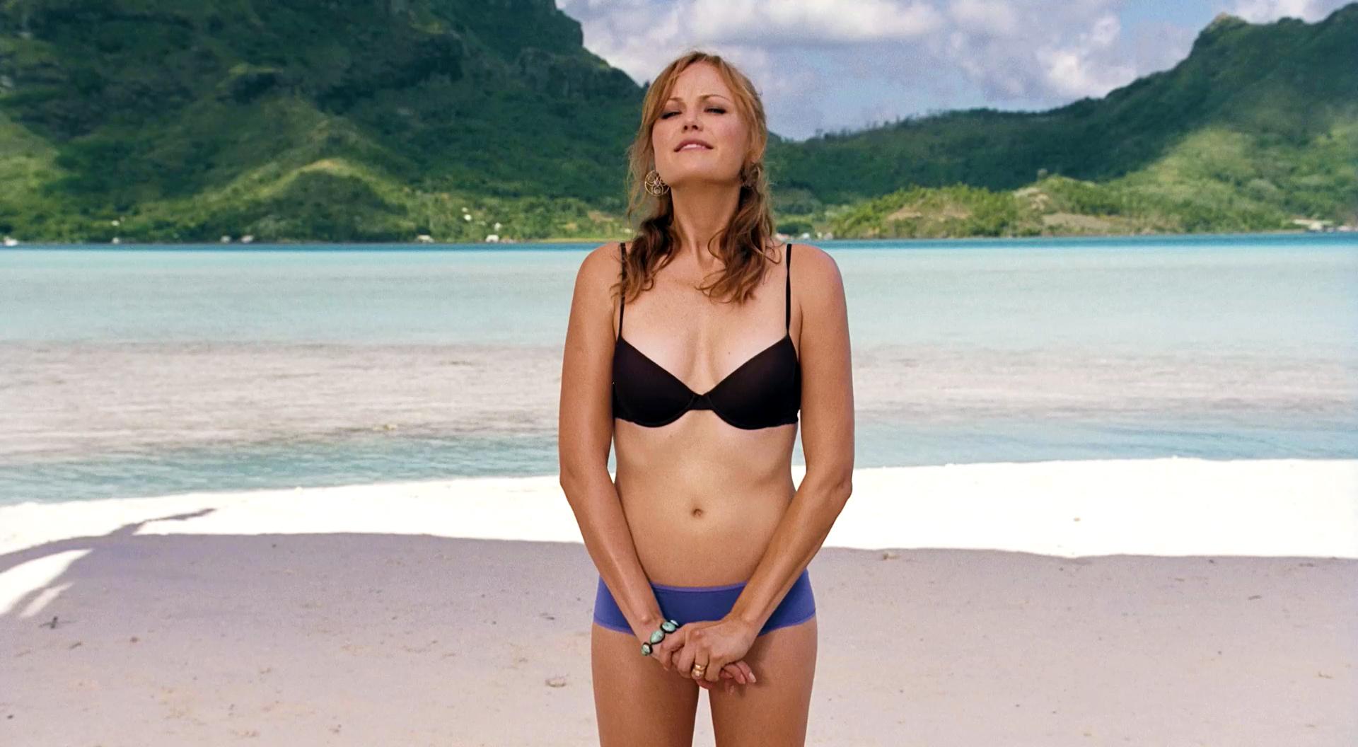 kristen-bell-bikini-couples-retreat